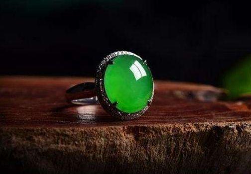 翡翠戒指戴在哪个手指最好  佩戴翡翠戒指有什么寓意