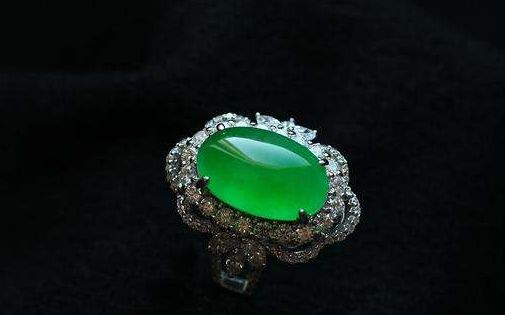满绿翡翠戒指值多少钱  满绿翡翠戒指价格贵吗