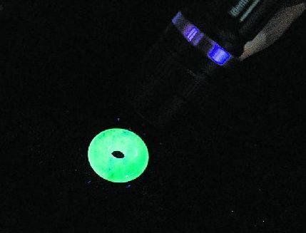 紫外线灯能鉴别翡翠真假吗 紫外线照翡翠怎样才正常