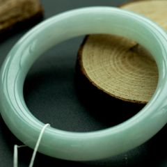 冰糯种翡翠手镯为什么这么受欢迎   冰糯种翡翠手镯选购方法