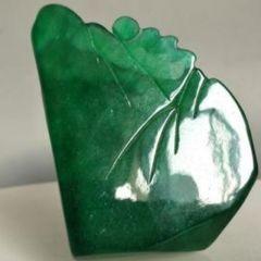 满绿冰种翡翠摆件估价及选购  满绿冰种翡翠摆件怎么保养
