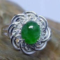 翡翠戒指最新价格是多少钱  选购什么样翡翠戒指最好