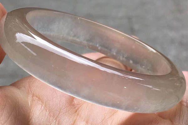 无色玻璃种翡翠手镯如何辨别是不是天然的   具有哪些特征