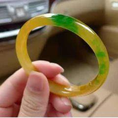 黄加绿翡翠手镯应该怎样鉴别  黄加绿翡翠手镯价格