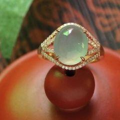 怎样挑选优质的翡翠镶金戒指  翡翠戒指保养要点