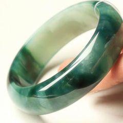 你懂得区分翡翠手镯形状吗    快看看你戴的是哪一种翡翠手镯