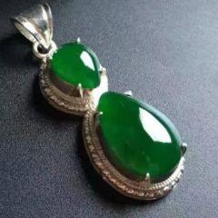 帝王綠翡翠與天然祖母綠   哪個市場價值比較高