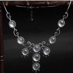 选购翡翠项链要注意什么  女生适合佩戴什么款式翡翠玉链