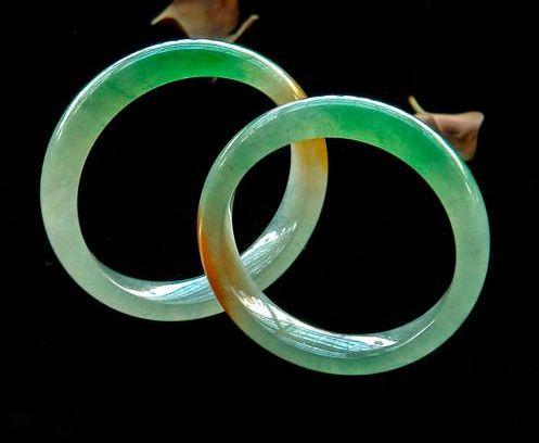 翡翠手镯制作材质是什么  翡翠手镯如何保养水润