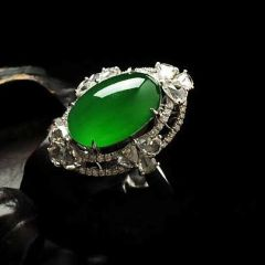 如何挑选帝王绿翡翠戒指  帝王绿翡翠戒指种水好坏怎么看