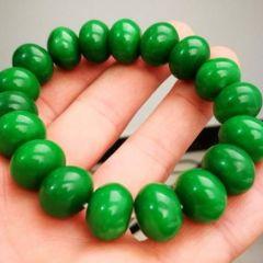 帝王绿翡翠颜色有什么特点 如何选购优质帝王绿翡翠
