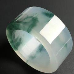 男士戴翡翠戒指有什么寓意    男士佩戴翡翠戒指的寓意分析