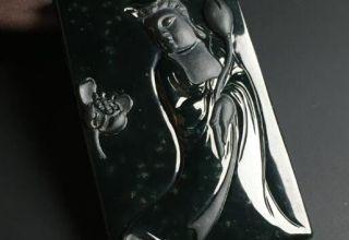 什么样的黑翡翠比较有收藏价值   四个方面判断黑翡翠是否有收藏价值