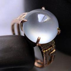 翡翠戒指a货戒面有什么特点   怎样挑选好品质翡翠戒指