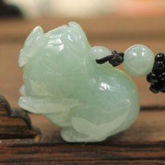 翡翠猪吊坠选购主要看哪些方面  翡翠雕工和寓意相关知识