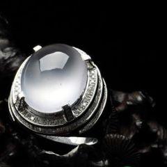 高档翡翠戒指一般是多少钱  翡翠戒指种类及选购技巧