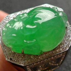 如何挑选适合男性的翡翠戒指  翡翠戒指材质好坏鉴别