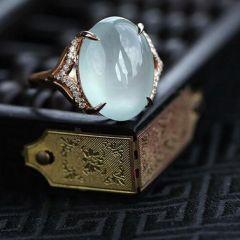 翡翠戒面选购步骤  不同款式翡翠戒指挑选要注意什么