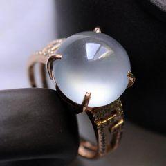 如何挑选镶嵌的翡翠戒指  翡翠戒指选购特点