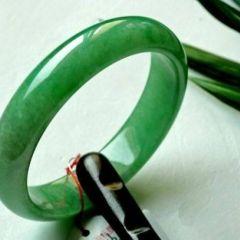 选购翡翠阳绿手镯必看知识  如何判断翡翠品质好坏