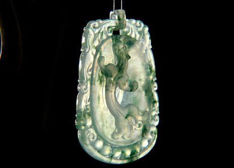 翡翠纯玻璃种和飘花玻璃种哪一种翡翠更好