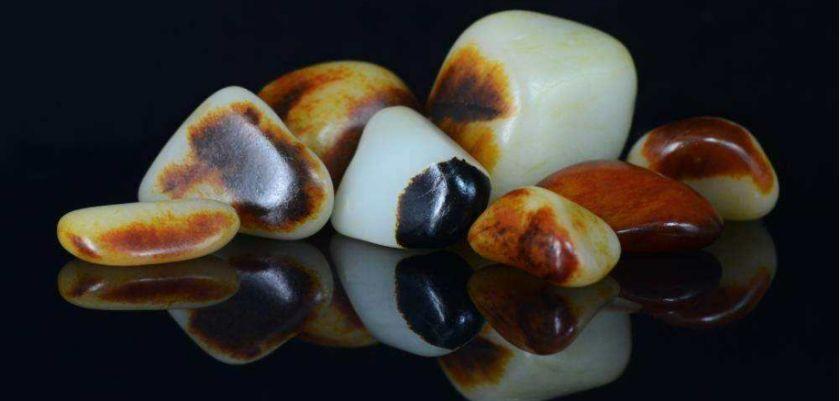 正宗新疆和田玉籽料特点是什么?附和田玉精品图片