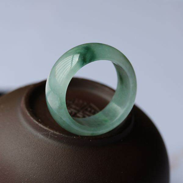 如何保养糯种翡翠戒指?这几个实用的保养方法了解一下!