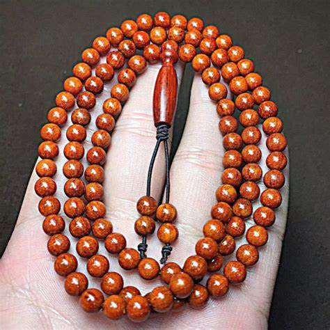 108小叶紫檀手串怎么戴 佩戴小叶紫檀手串需要注意的事项