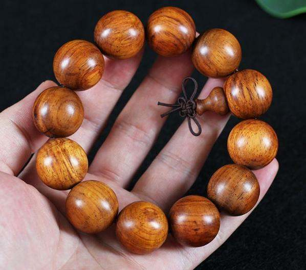 13颗黄花梨手串有什么寓意 佩戴黄花梨手串的技巧