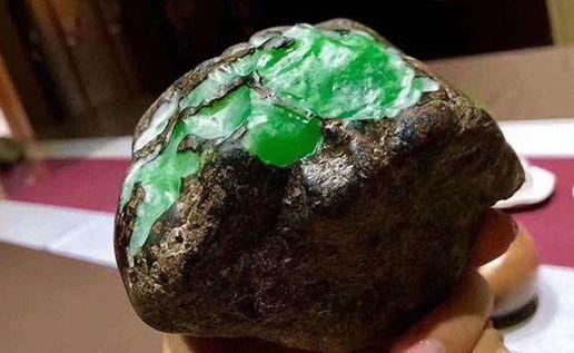 翡翠原石多少一公斤 翡翠原石价格怎么定的