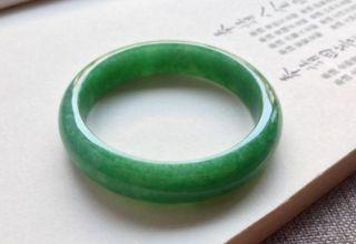 满绿翡翠手镯图片 满绿翡翠手镯价值如何