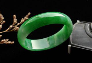 帝王绿翡翠手镯价格 帝王绿翡翠手镯多少钱及购买要点