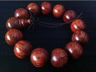 血檀手串和小叶紫檀的区别  怎么鉴别血檀和小叶紫檀