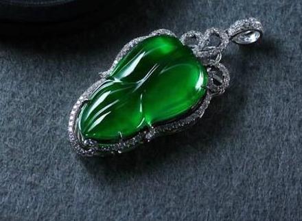 翡翠为什么是绿色的 翡翠绿色的形成