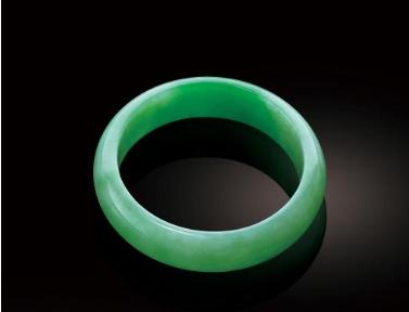 苹果绿翡翠手镯 苹果绿翡翠手镯有收藏价值吗