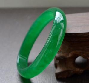 果綠翡翠手鐲 果綠翡翠手鐲值錢嗎