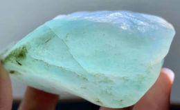 翡翠原石種嫩的表現 翡翠原石種老種嫩怎么看