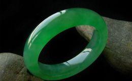 帝王绿翡翠手镯价格 目前帝王绿翡翠手镯什么价位