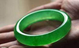 墨绿色翡翠手镯 墨绿色翡翠手镯市场价格多少