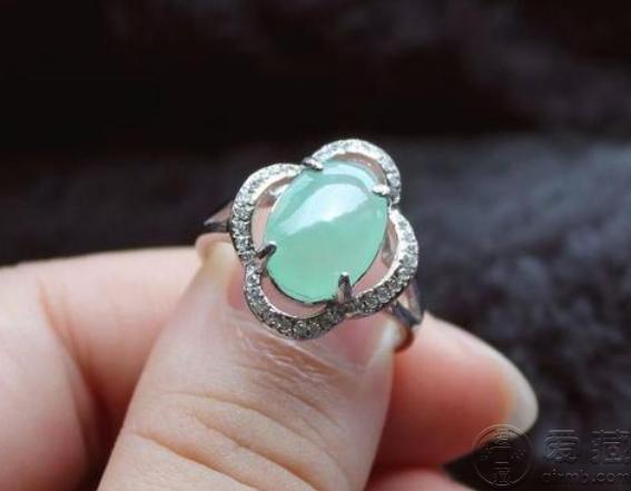 女士翡翠戒指款式图片 女士翡翠戒指一般价格多少