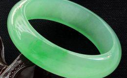 浅绿色翡翠手镯价格 浅绿色翡翠a货手镯价格