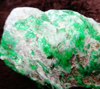 翡翠的含义 翡翠是宝石还是玉石