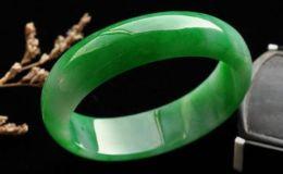 帝王绿翡翠手镯价格 帝王绿翡翠手镯最便宜是多少钱