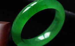 翡翠会越带越绿吗 翡翠越戴越绿怎么回事