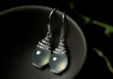 翡翠耳环价格和图片 翡翠耳环多少钱