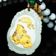 金镶日本极品级片翡翠挂件的价格 一个金镶日本极品级片翡翠挂件多少钱