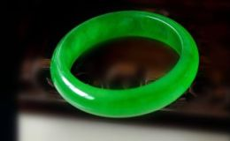 帝王绿翡翠手镯图片 帝王绿翡翠手镯图片及价格多少