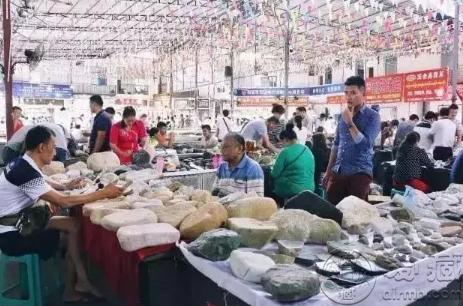 云南翡翠原石市场  云南哪个地方有卖翡翠原石
