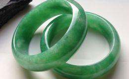 糯種滿綠翡翠手鐲市場價多少 糯種滿綠翡翠手鐲價格很貴嗎