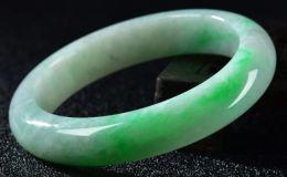 糯种飘阳绿翡翠手镯价格一般是多少及图片